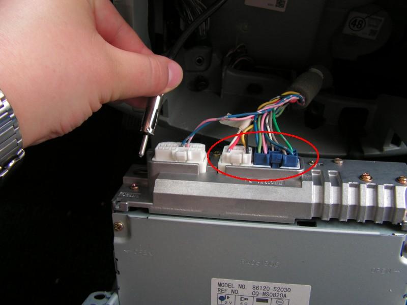 Einbau eines Autoradios in einem Toyota Yaris (Verso) » freeQnet
