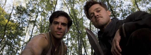 Donny Donnowitz (Eli Roth) und Aldo Raine (Brad Pitt) markieren einen Nazi