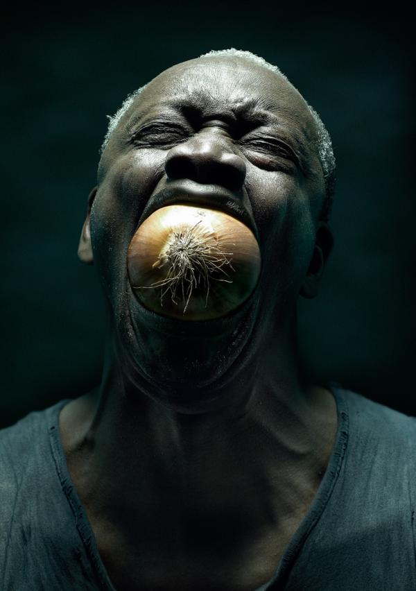 Hier wurde vermutlich nur per Photoshop aufpoliert, dennoch ist der Mann mit der Zwiebel im Mund ein tolles Werk.