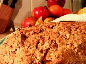 frisch gebackenes Mehrkornbrot mit Karotte!